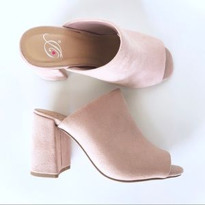 Shoes - ✨Host Pick✨ Heart in D Blush Pink Mules